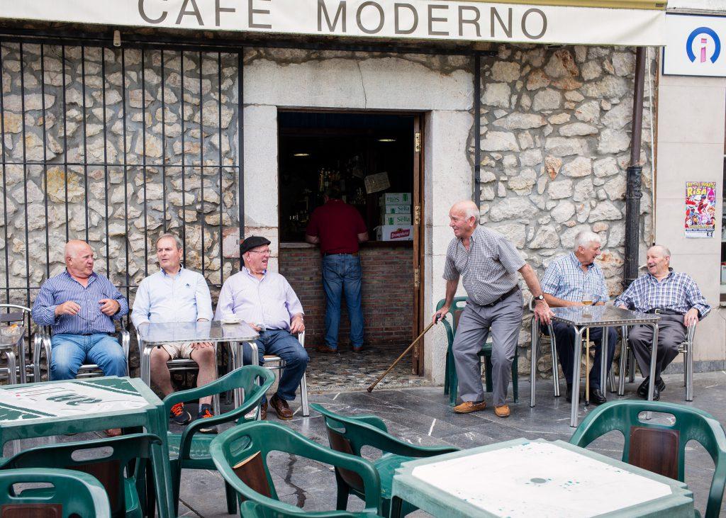 Cafe Modern, Posada, Asturius